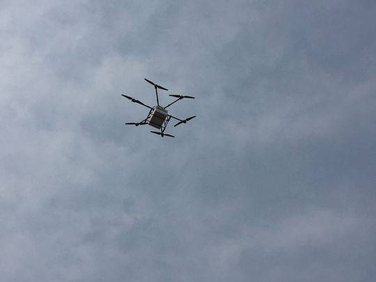"""自贡开通无人机""""空中邮路"""" 8分钟送党报到边远乡村"""