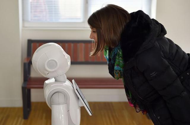 当你对聊天机器人敞开了心扉 它还是智障吗?