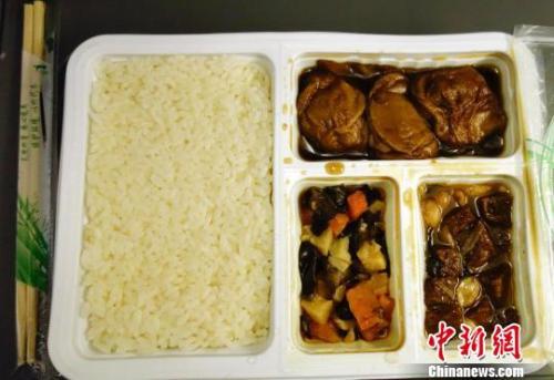今年春运期间 你在高铁上最低可吃到10元餐(图)