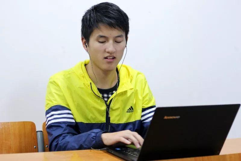 视障大学生为参加考试申请盲卷 官方:或将人工读题