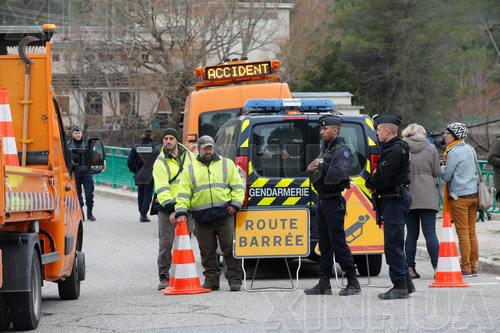 法国两架军用直升机空中碰撞坠毁 致5人死亡