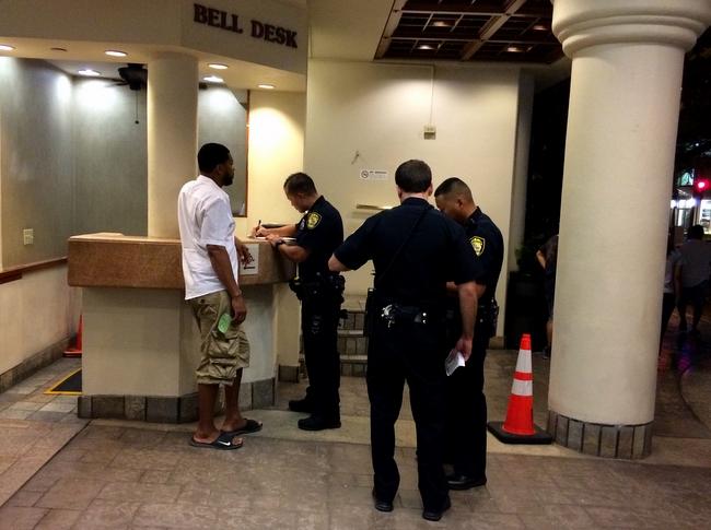 夏威夷4名警察被控强迫一名男子喝尿 FBI介入调查
