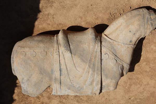 陕西发现现存最大唐代陵园建筑基址
