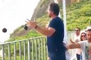 高手在民间!巴西程序员阳台表演歌剧震惊全镇