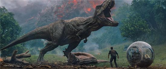 《侏罗纪世界2》预告 神秘恐龙开启致命猎杀