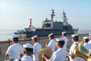 """日本自卫队战舰访问菲律宾 证明""""关系紧密"""""""