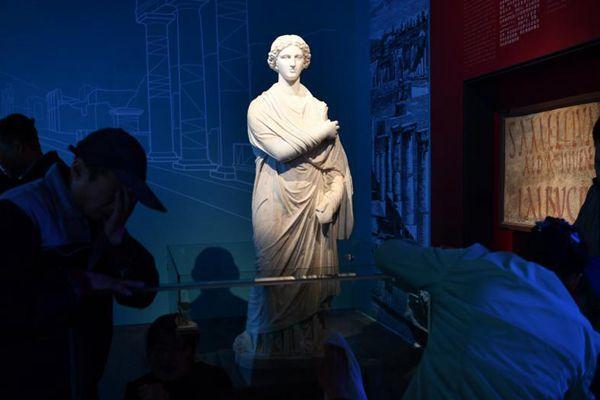 """庞贝古城出土文物运抵成都 """"罗马后花园""""再现"""