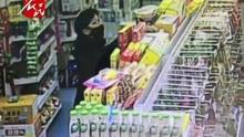 监控拍下背包客盗窃超市商品