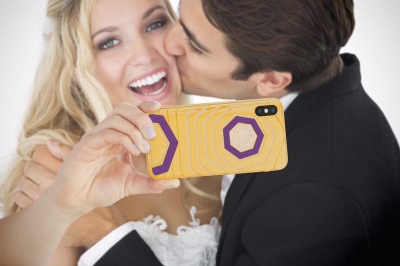 奢华的结婚礼物:来自Brikk的iPhone X套装