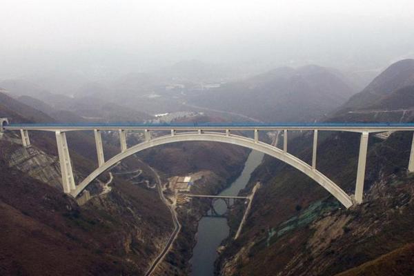 世界最大跨度钢筋混凝土拱桥 全长721.25米