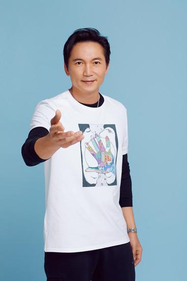 """邹兆龙公益事业为""""爱""""发声 笑容亲和力十足"""