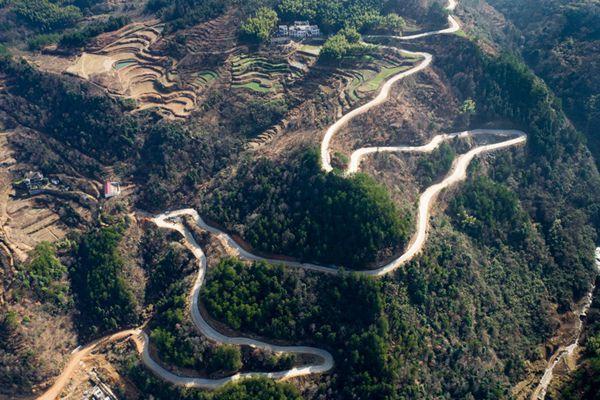令人叹为观止的蜿蜒公路!
