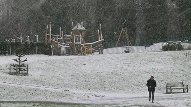 英國氣溫驟降迎冰雪 旅遊出行受影響