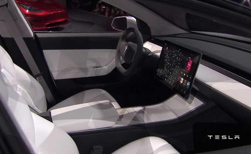"""特斯拉Model 3遭批:面板缝隙""""可从火星看得到"""""""