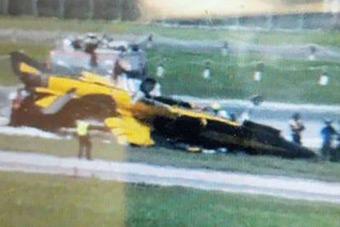 新加坡航展首日韩国战机栽了 在跑道上发生翻覆