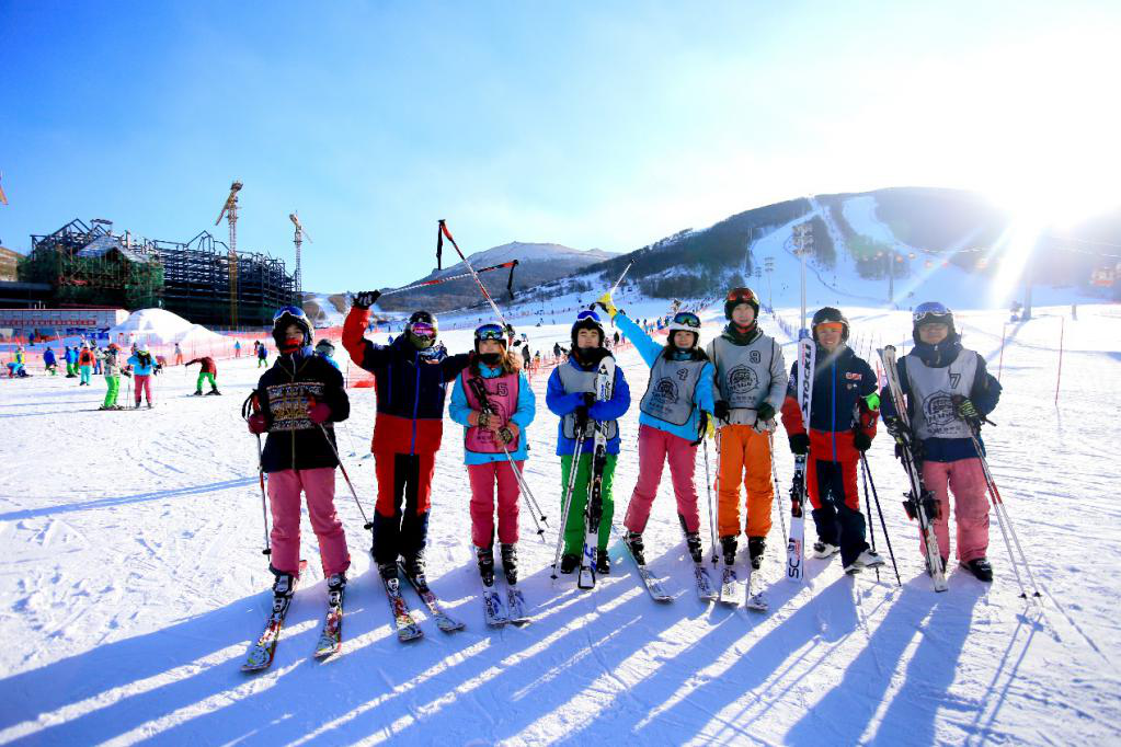 """""""滑雪热""""兴起 魔法滑雪学院助力""""三亿人上冰雪"""""""