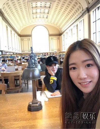 留学生伯克利校园偶遇谭晶 素颜清纯引网友称赞