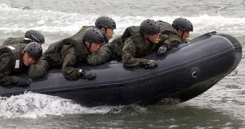 """日版海军陆战队与美军合练""""夺岛""""剑指何方?"""