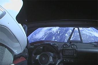 世界最强大运载火箭发射成功 送跑车上天