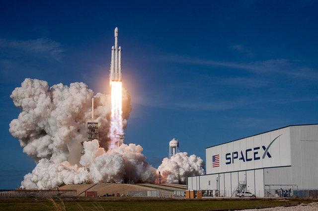 重型猎鹰运载火箭首飞成功 登顶现役火箭运力最强