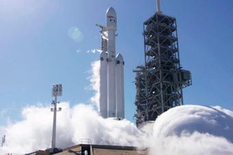 世界现役最强火箭:猎鹰重型运载火箭首飞成功