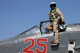 """战斗到最后一刻!俄""""殉国""""飞行员有啥自卫武器"""