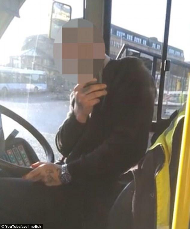 英公交司机与拄拐乘客对峙十分钟 拒绝将车靠近道沿
