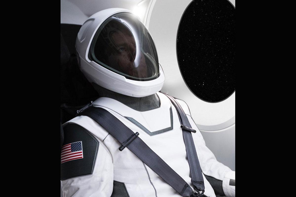 """""""飞天特斯拉""""的假太空人有任务:在测试宇航服"""