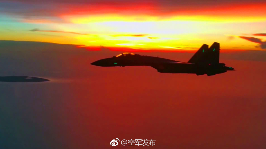 中国空军苏-35战机飞赴南海战斗巡航