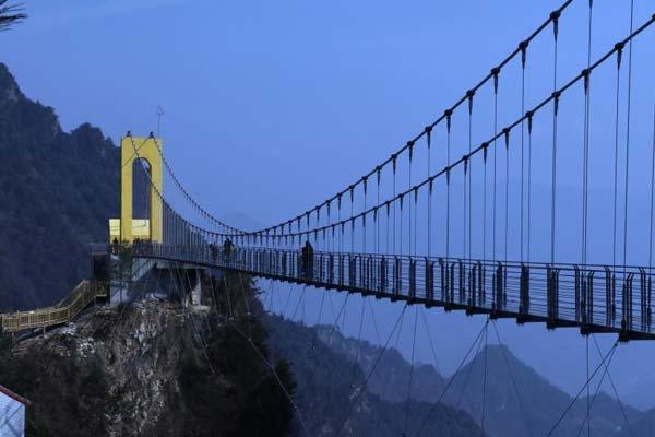 四川八台山建198米玻璃桥 横跨川渝两省市