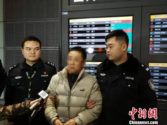 """湖南警方从泰国猎回一""""狐"""""""