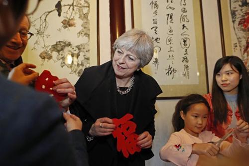 英网友:希望上学那时学校就有中国数学老师