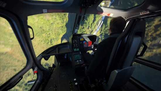 《碟中谍6》幕后特辑 阿汤哥驾直升机360度俯冲