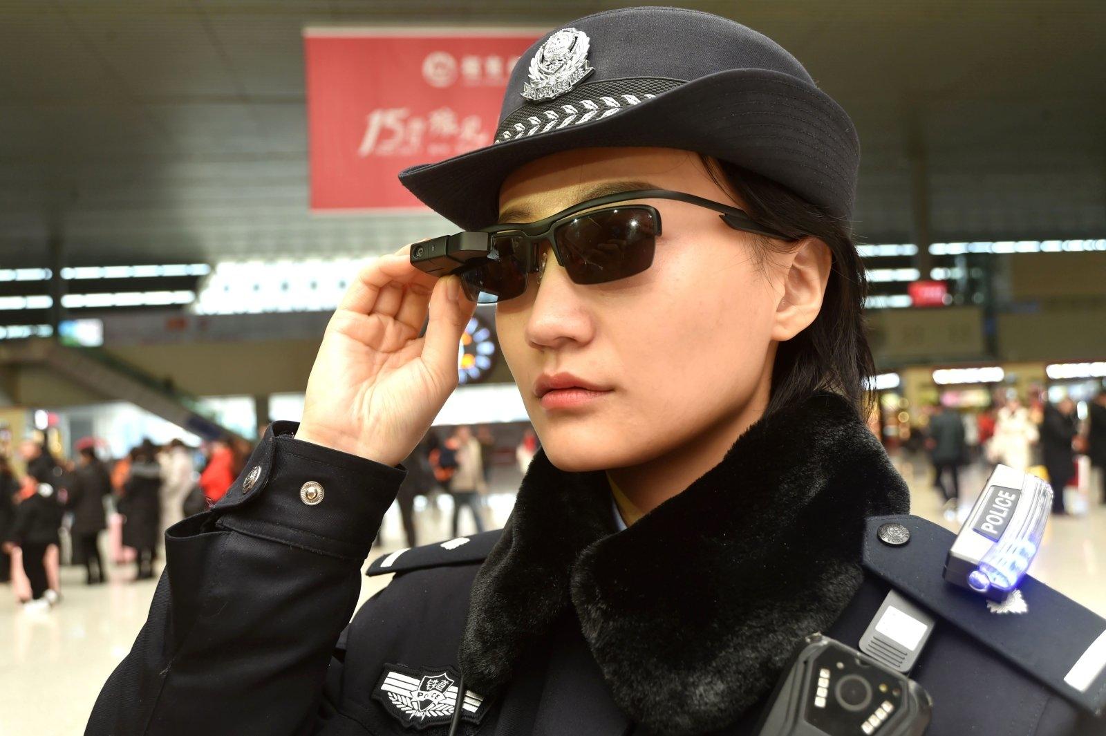 外媒:中国警方使用脸部识别眼镜寻找罪犯