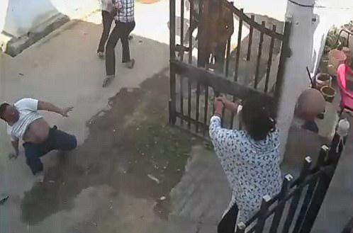 """英雄救""""美"""":印女子持手枪帮丈夫吓跑歹徒"""