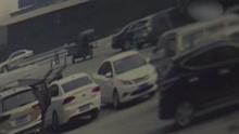 门窗没被破坏车内财物却不翼而飞 监控拍下被盗过程!