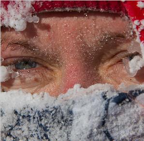 """英男子首开""""先河"""" 零下47度滑冰穿越蒙古冻湖"""