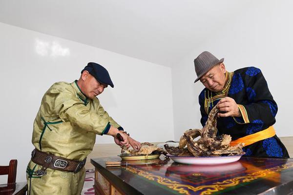 """蒙古族""""小年""""习俗:祭灶"""