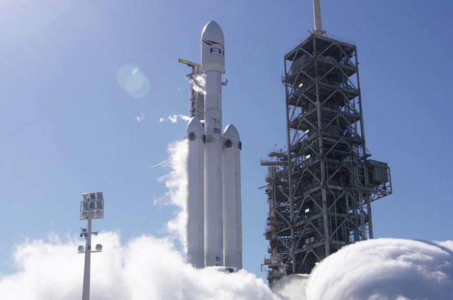 猎鹰重型火箭成功发射 特斯拉Roadster开始火星之旅