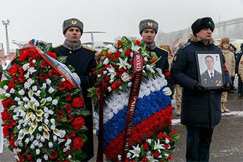 俄为牺牲苏25飞行员办隆重葬礼
