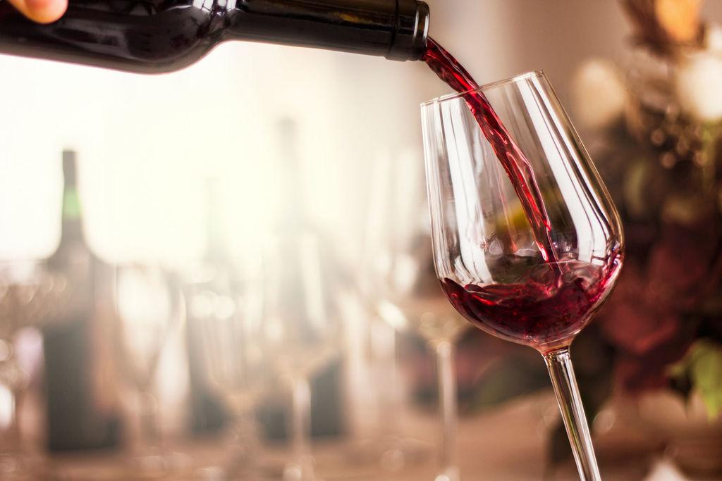 酒能解毒?美研究称适量饮酒可排除大脑内毒素