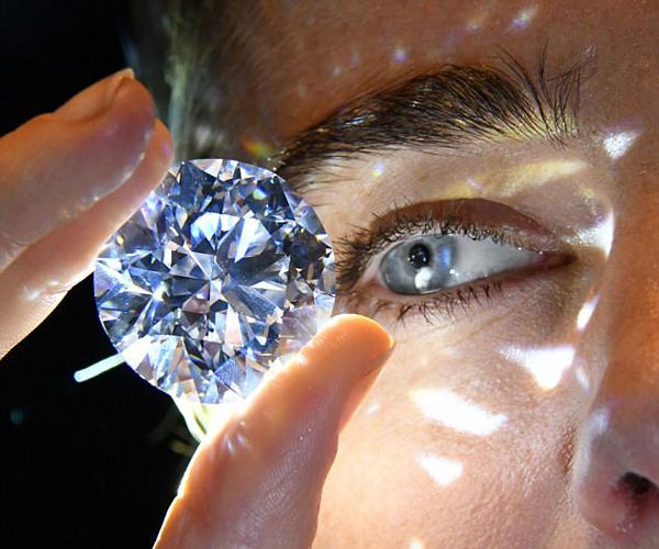 """苏富比展拍""""世界最珍稀白钻"""" 价值数百万英镑"""