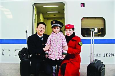 屡屡临时接任务爽约 列车长夫妻3年给女儿写19张假条