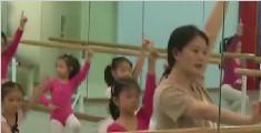 苏州一6岁女童学跳舞练下腰受伤 致终身瘫痪