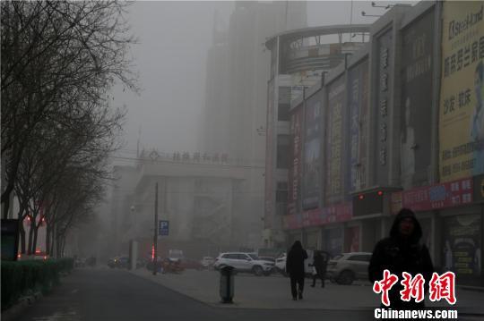 中国北方多地出现沙尘污染 局地PM10浓度超过3600