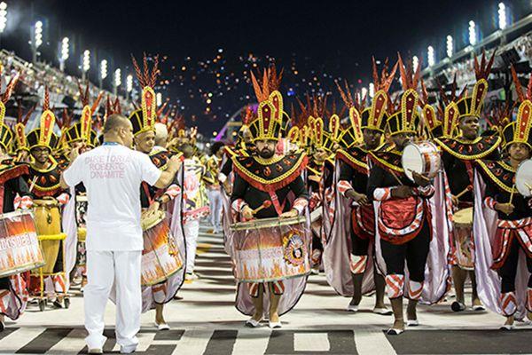 2018巴西里约狂欢节开幕 数千舞者在大街上巡游