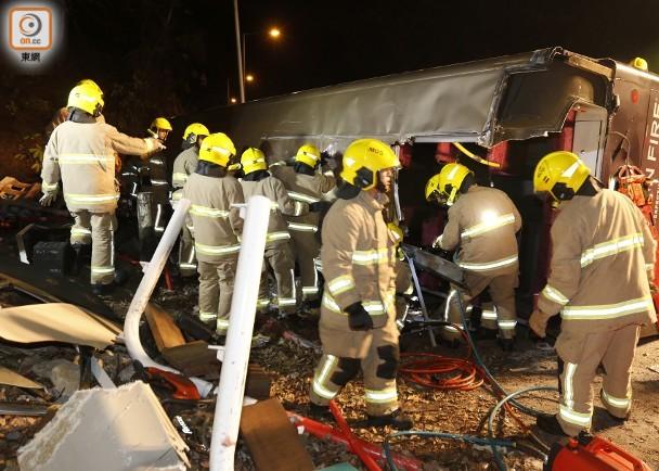 香港大巴车祸涉事司机已被捕 林郑月娥:将调查事故原因