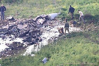 以色列战机被叙利亚击落摔成碎片