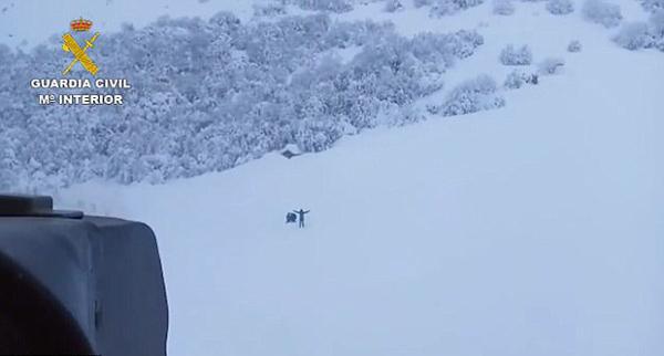 西班牙畜牧工人暴雪后被困森林小屋八天终获救