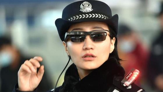 印媒:中国铁路民警用面部识别眼镜维护春运安全